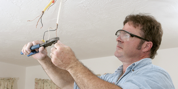 EnergieVeilig | Klussen (lamp ophangen)